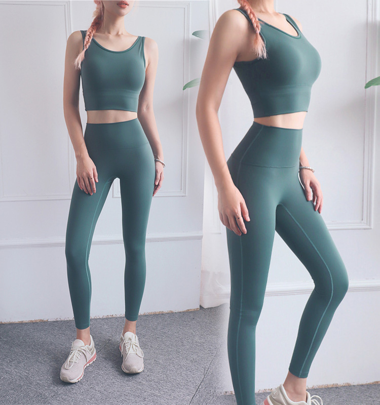 High-waisted-workout-leggings-with-thin-body-and-high-waist