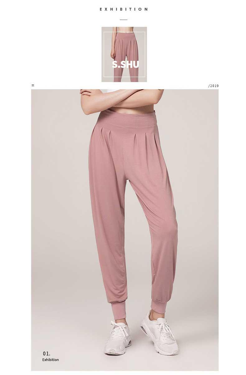 casual-yoga-pants-model-show