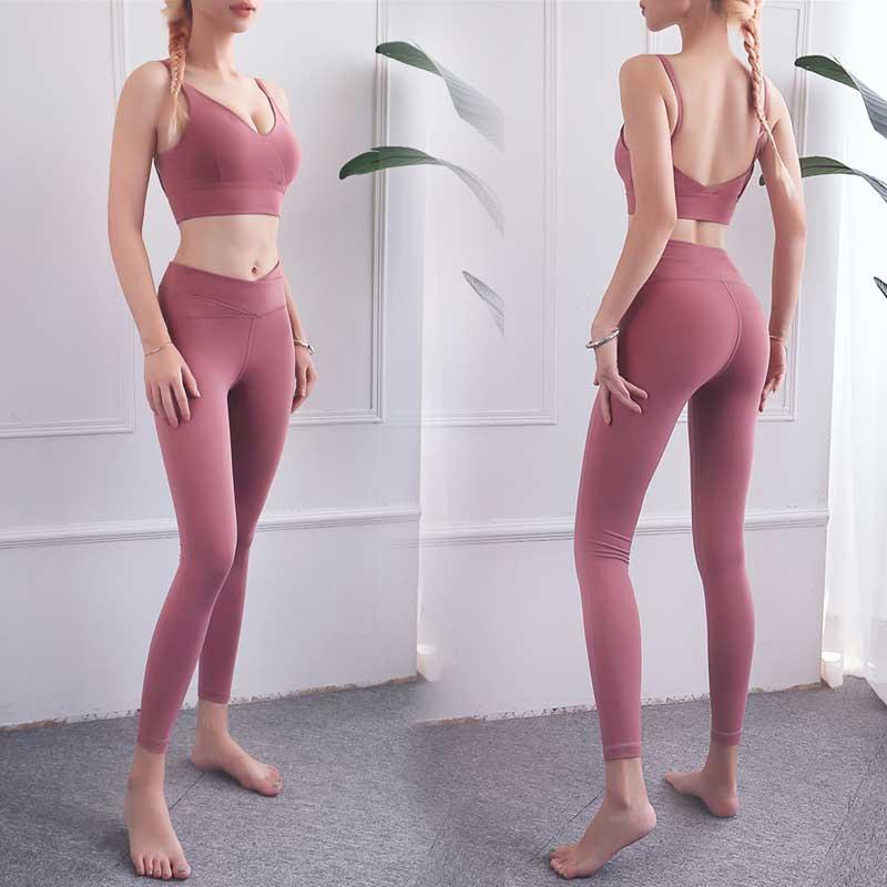 sport pants of crossed and keep abdomen in