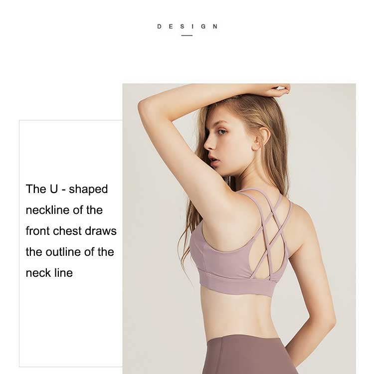 The-U---shaped-neckline-of-the-front-chest-draws-the-outline-of-the-neck-line