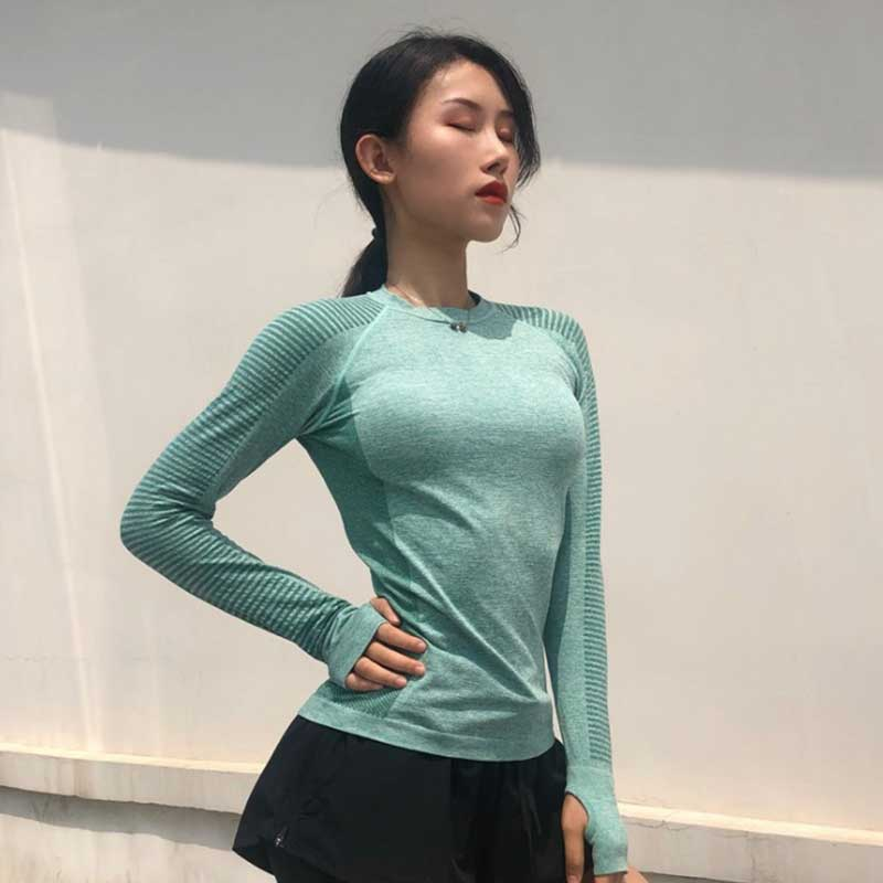 Long-sleeve-workout-top