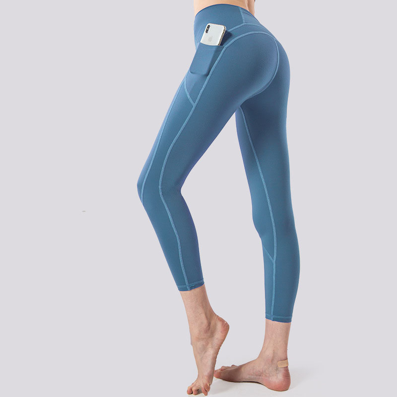 Active leggings with pockets
