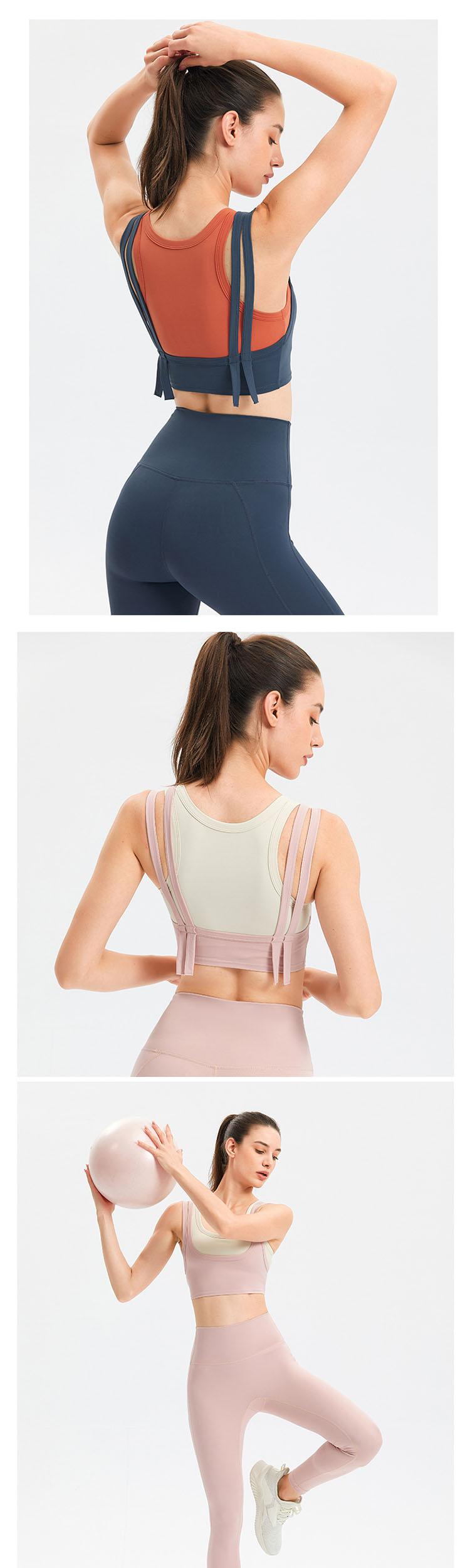 Double-layered shoulder straps, softly fit, disperse shoulder pressure during exercise.